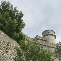 Le Barroux, climbing to the castle