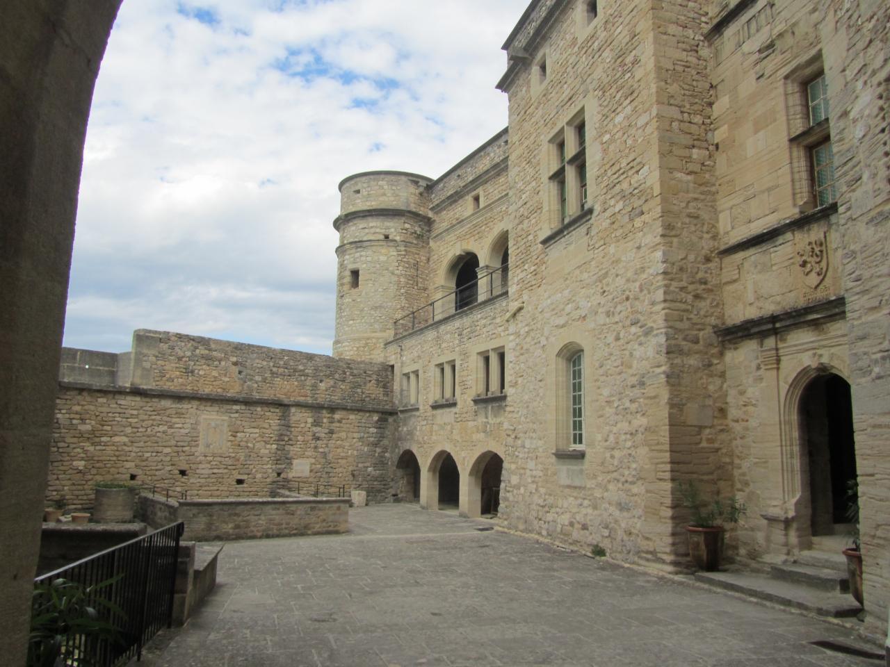 Château du Barroux, vue de la cour intérieure