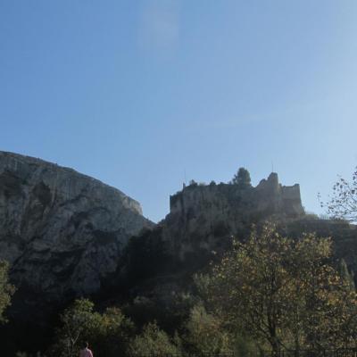 Le château se découpant sur le versant
