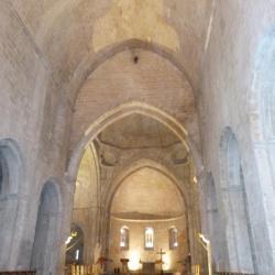 Vue intérieure de la nef et du choeur de l'église abbatiale
